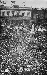 Armistice Day celebrations in front of the Ballarat City Hall, 11 November 1918.